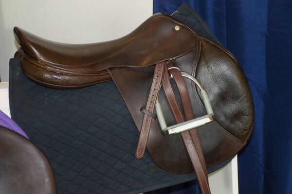 easy way to clean your tack
